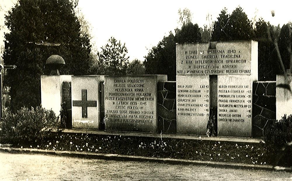 Końskie, cmentarz parafialny. Mogiła zbiorowa ofiar egzekucji w Baryczy. Foto. z lat siedemdziesiątych w zbiorach KW.
