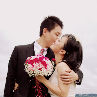 Shanshan and Wei kiss.