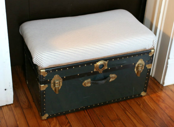 17 Apart Over On Ehow Storage Trunk Bench Coffee Table