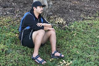 Homem usando sandálias TEVA - Homem usando Papetes masculinas esportivas - Pés Masculinos