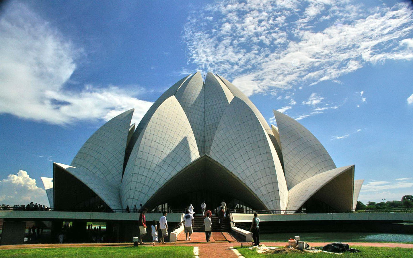 Lotus temple new delhi popular temples of india for The lotus temple