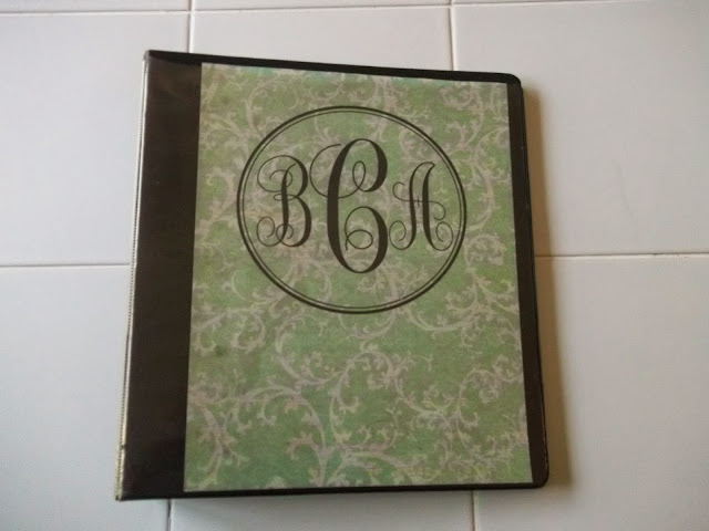 DIY Binder Dividers and Monogram Cover. Super easy and cute! #diy #blogging #binder #dividers #monogram