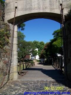 Muralla y Puerta de Campo en Colonia de Sacramento