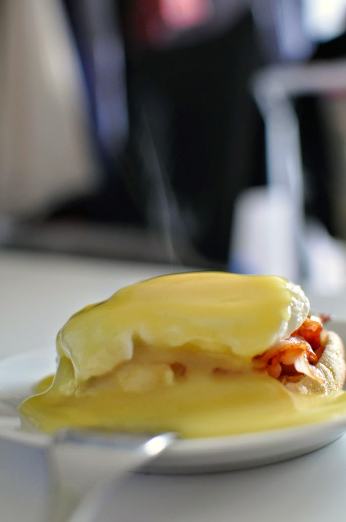 Very simple Eggs Benedict recipe