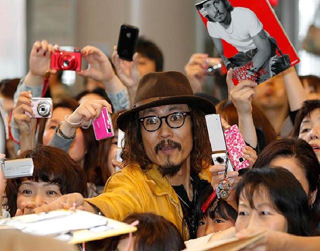 Foto que muestra al Johnny Deep Japonés