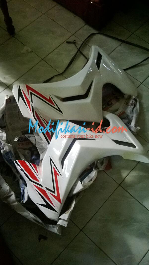 Fairing CB150R Putih lis Merah