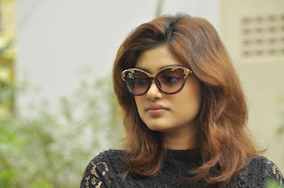 Actress Oviya Latest Pictures in Black Lace Short Dress On Seeni Move Sets  63.jpg