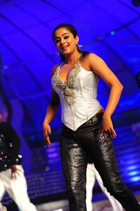 priyamani at lux sandal cinemaa awards hot images