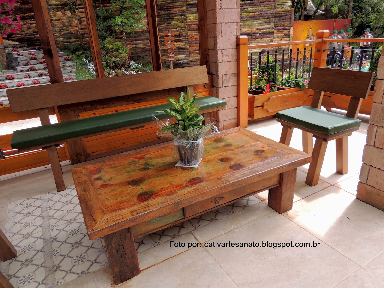 cativa artesanato: Mesa e bancos de madeira de Gramado/RS #AF471C 1600x1200