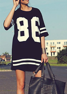 The number and stripe printed black baseball T-shirt from Rotita