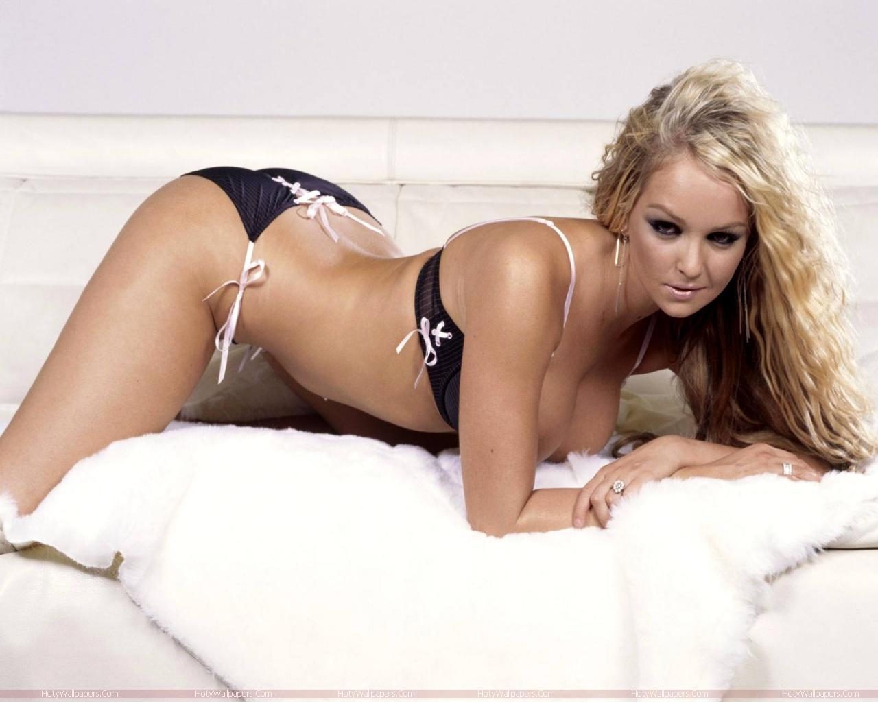 http://1.bp.blogspot.com/-jVB5FFUySlQ/TmeIRLODsxI/AAAAAAAAKkw/jTeUPejYVV8/s1600/Jennifer_Ellison_hot-photo-shoot.jpg
