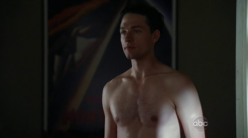 Gregory Smith Shirtless in Rookie Blue s3e04