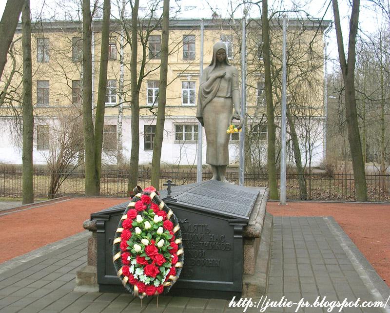 Павловск Братская могила советских солдат