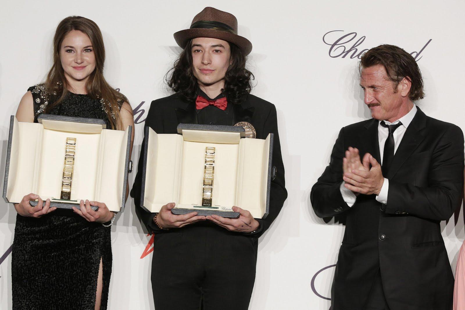 http://1.bp.blogspot.com/-jVysmUhB4RQ/T7Yglzet-XI/AAAAAAAACa4/tKOU6-fyBh0/s1600/Shailene_Woodley_and_Ezra_Miller_and_Sean_Penn.jpg