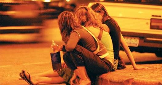 Los indicios del hinchazón del cerebro a los adultos al alcoholismo
