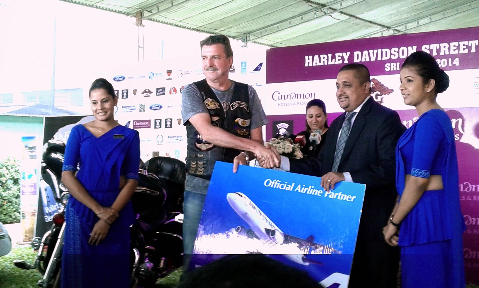 Asanka Fernando, Head of Sales, Mihin Lanka hands over Sponsorship Cheque to a Harley Davidson team member at a press conference