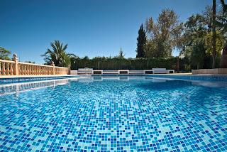 combinado+azules+piscina Colores de agua de piscina.