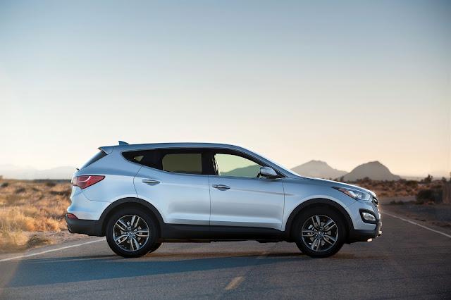 2013 Hyundai Santa Fe side