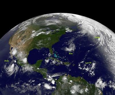 Gesamtsituation am Samstag, dem 23. Juli 2011, Bret, Cindy, Dora, Don, Hurrikansaison 2011, 2011, Hurrikan Satellitenbilder, Hurrikanfotos, Atlantik, Pazifik, Mexiko, USA, Baja California, Cabo San Lucas,