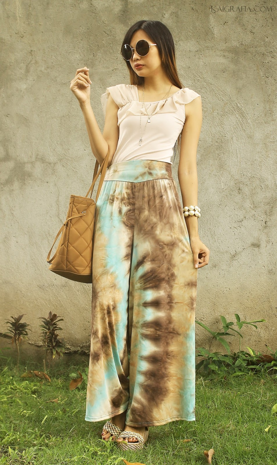 how to wear sky printed palazzo pants