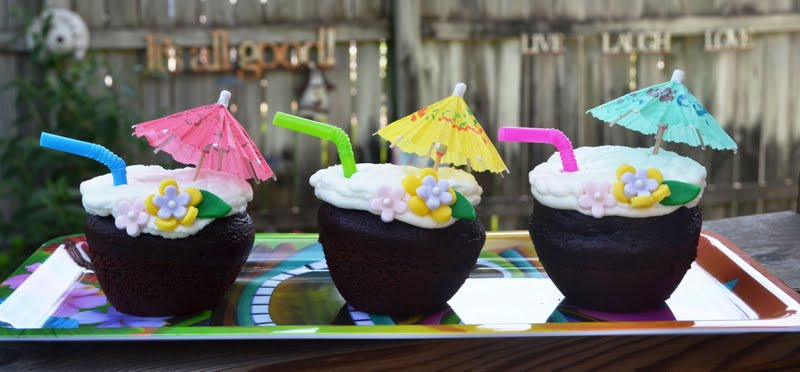 sweetology luau cupcakes