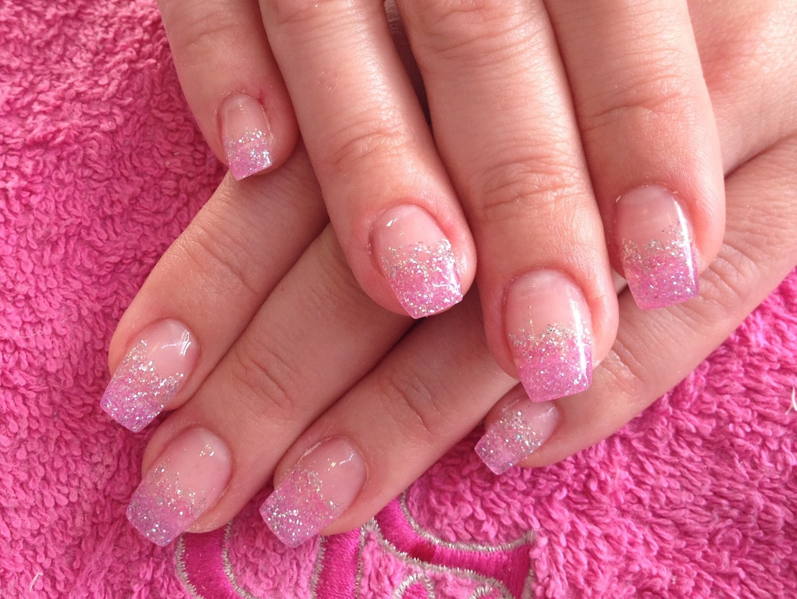 GLAMOUR NAILS: GEL EXTENSION - GLITTER