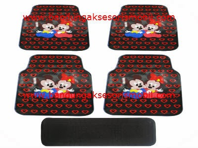 Karpet Mickey In Love Merah
