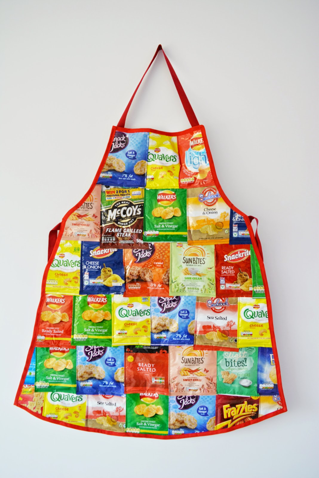http://vickymyerscreations.co.uk/tutorial-2/recycled-crisp-packet-apron-diy/
