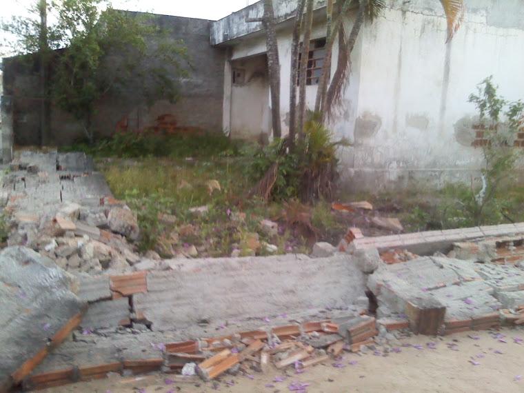 """Casa abandonada coloca em risco """"A vida dos moradores da Rua Macaparana,Boa vista 1,Caruaru PE"""