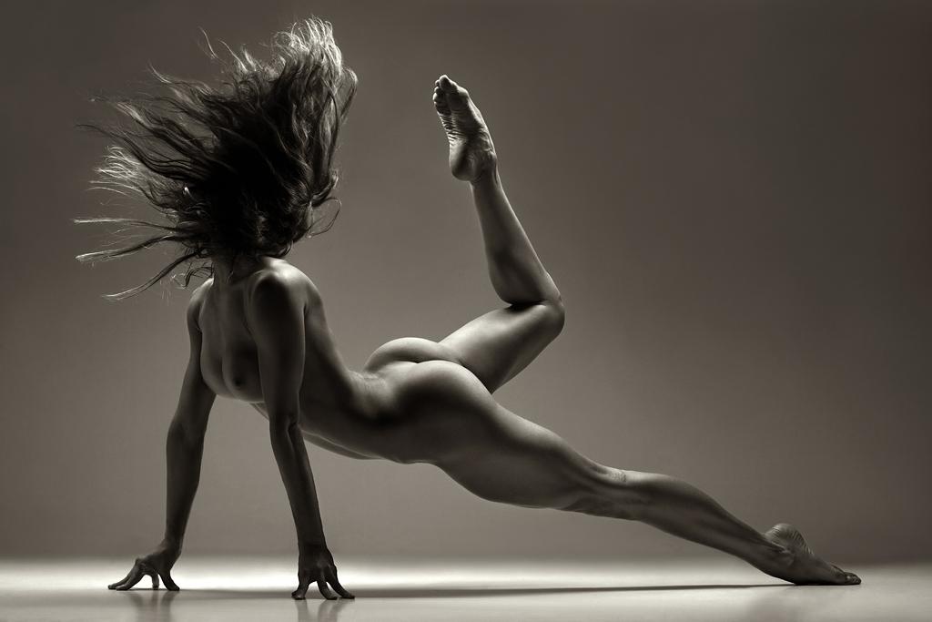 Nude female ballet dancer body