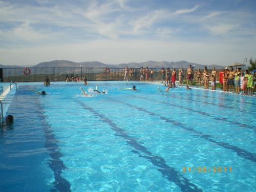 Casas rurales medina granada piscina municipal de guevejar for Piscina municipal de granada