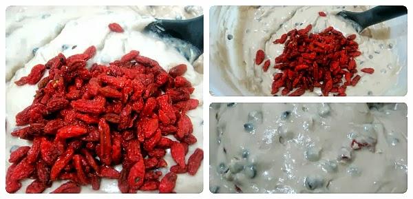 Preparazione del Plumcake con gocce di cioccolato e bacche di Goji