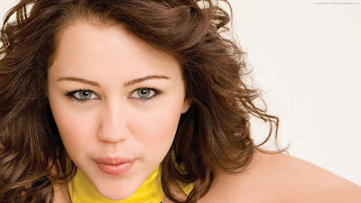 Miley Cyrus Face Eyes Hair - Celebrity Close-Ups Wallpapers