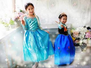Gambar 2 anak perempuan pakai baju frozen elsa dan anna