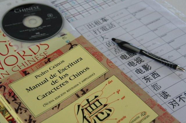 Material didáctico chino: manual de escritura de los caracteres chinos, CD, practica de los caracteres