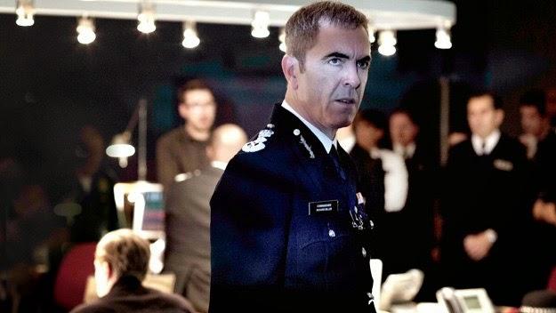 El comisario Miller en un momento delicado junto a sus subordinados