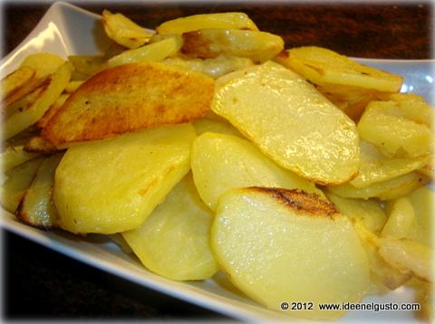 ho provato per caso a cuocere le patate al forno con la modalit utilizzata in questa ricetta poco olio e poco tempo per un risultato soddisfacente