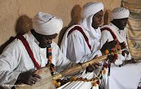 http://www.diariosdeunfotografodeviajes.com/2013/11/los-gnawa-del-sur-de-marruecos.html