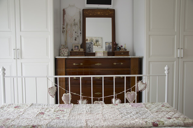 antique dresser http://shabbychiclife-silvia.blogspot.it