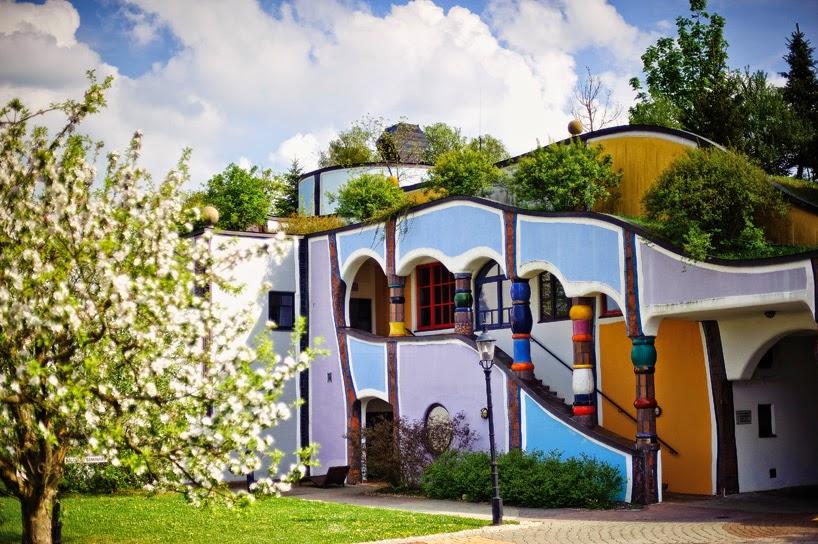 Ungewöhnliche Architektur und Einrichtung im Bad Blumau Hotel von Friedrich Hundertwasser