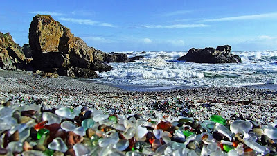 شاطىء الزجاج Glass-Beach-Beautifu