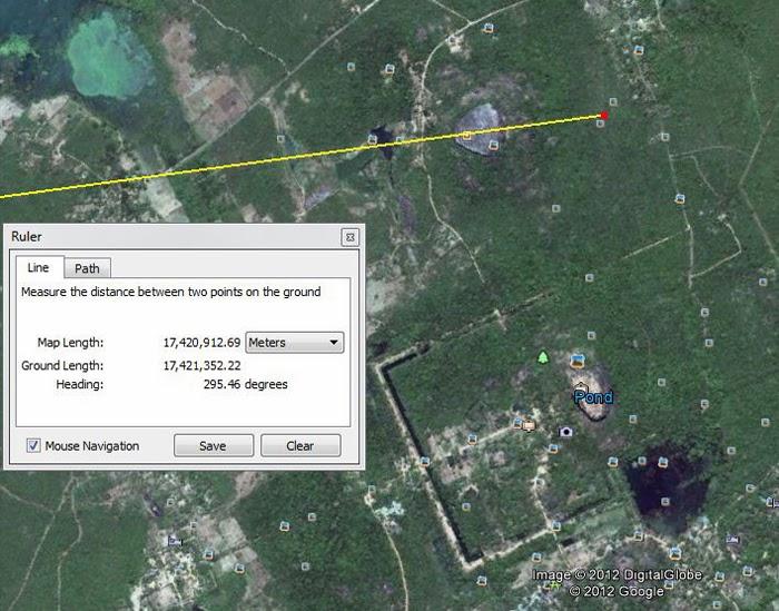 Направление линии проведенной по оси симметрии треугольной вершины Пидурангалы, фото google earth