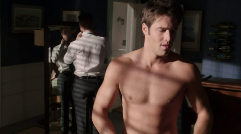 Joshua Bowman Shirtless in Revenge s1e05