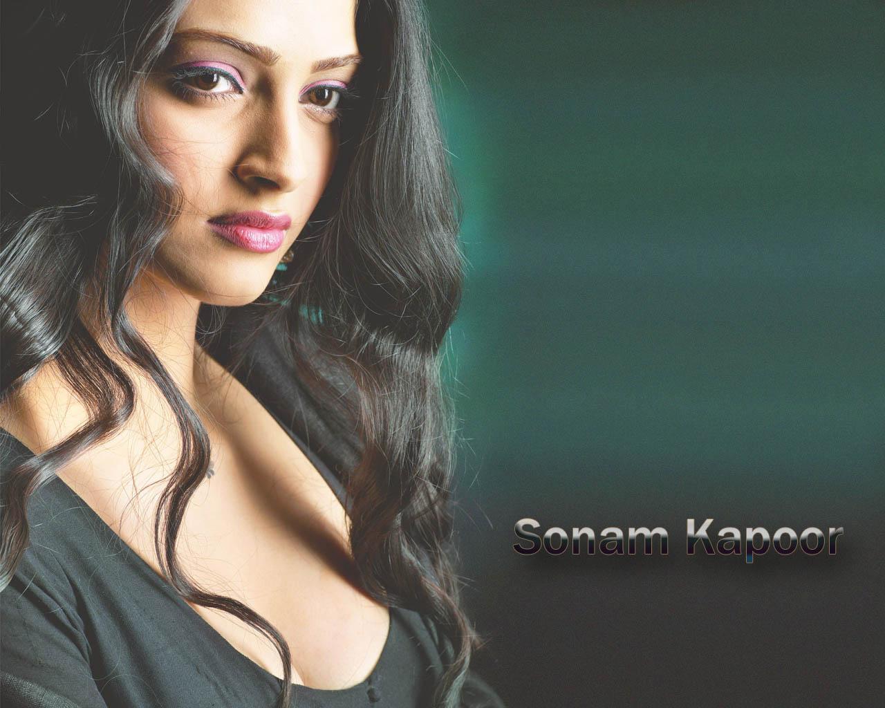 http://1.bp.blogspot.com/-j_2LbBnm5pw/TwHmb1BOqvI/AAAAAAAAMl4/LQifpUeIF_o/s1600/Sonam_Kapoor_Smile_Hd_Wallpapers_big_size.jpg