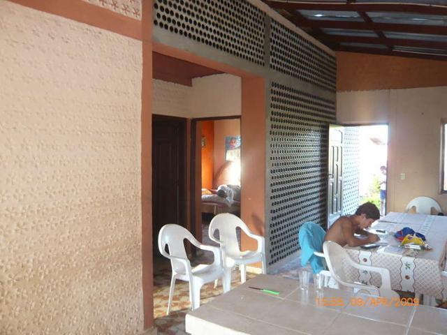 Garrafas PET usadas na construção de casas