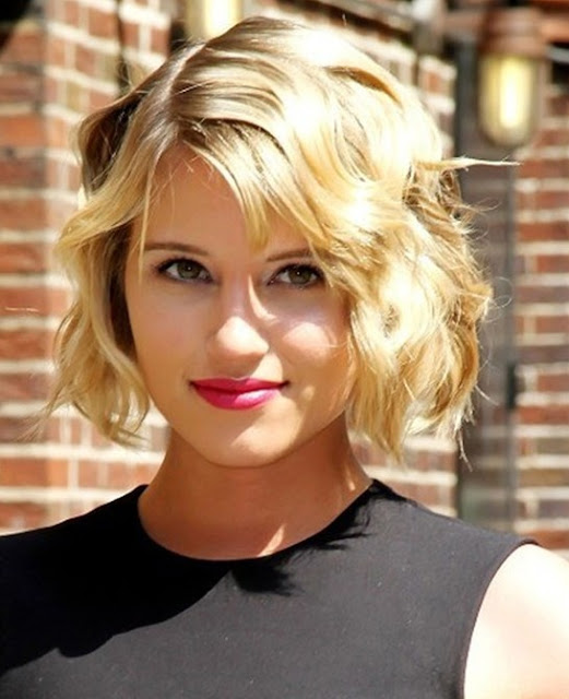 Hairstyles For Short Wavy Hair In Frizzy Texture