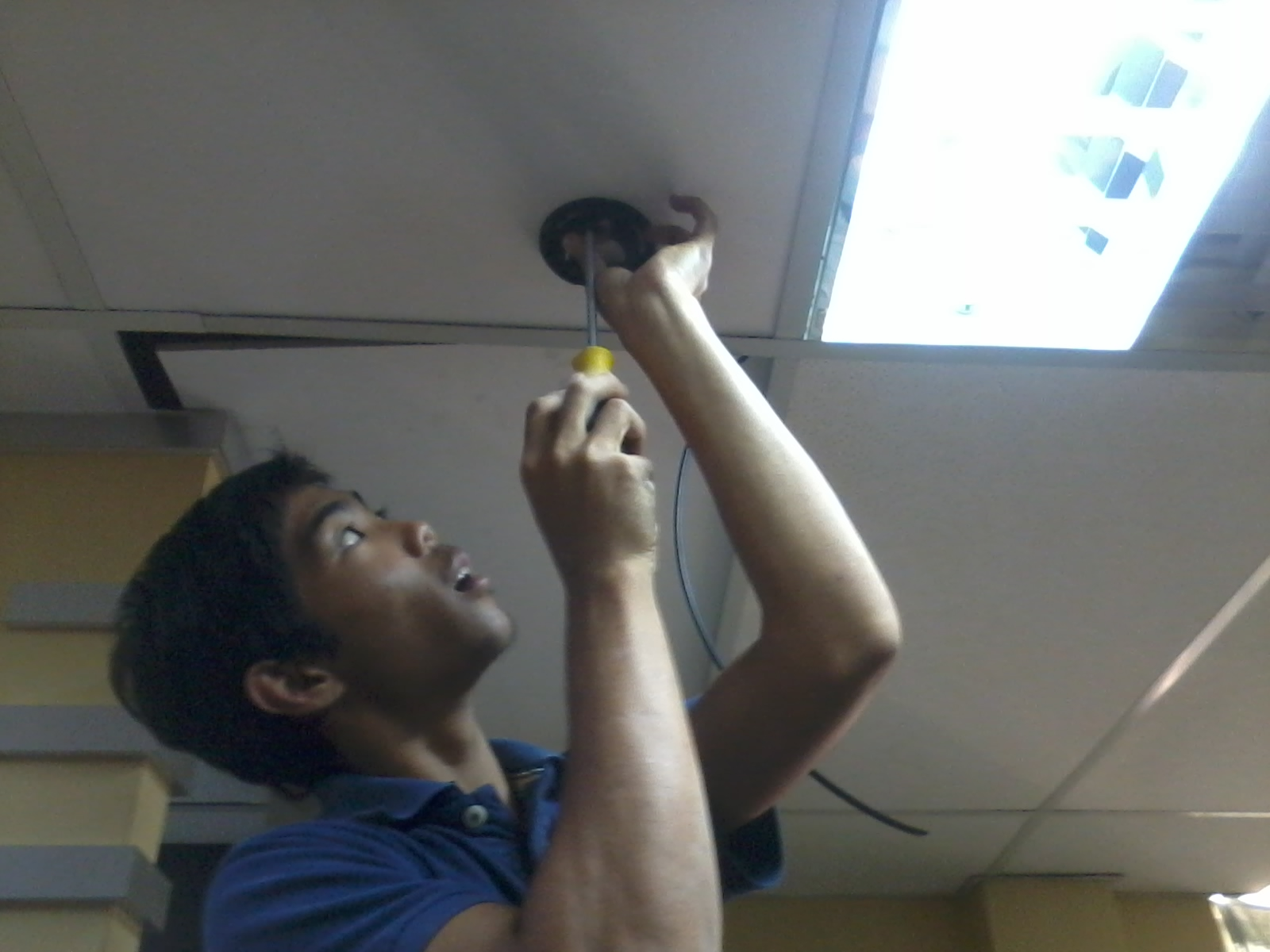 Proses Pemasangan kamera CCTV (jenis DOME)