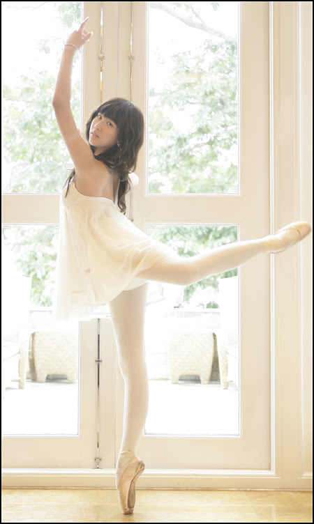 http://1.bp.blogspot.com/-j_XYsExDjpY/Tbconvb6DKI/AAAAAAAAAIc/PCxHqeniST8/s1600/tszx-stephanie-ballerina.jpg