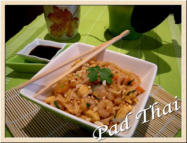 Wok de noodles con pollo verduras y salsa de soja for Cocinar wok en casa