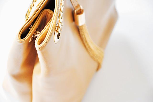 бежевая сумка Acasta из нат кожи